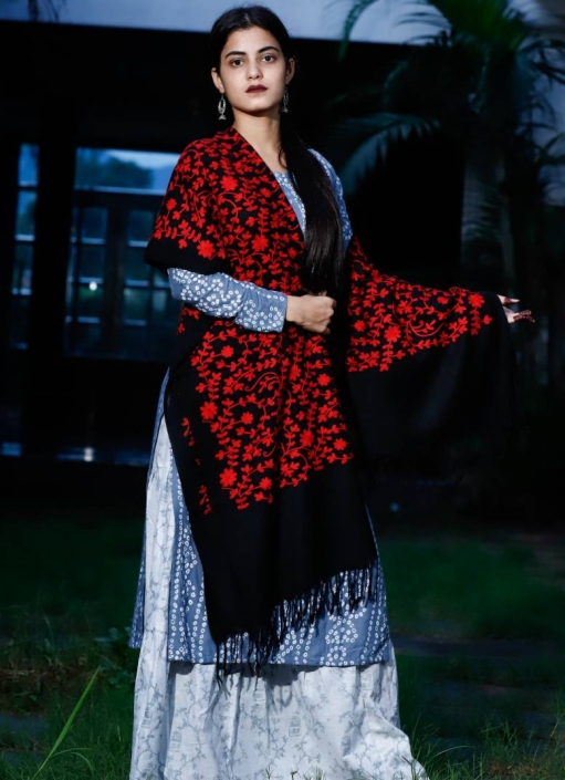 Stole-wool-super-fine-pure-marino-red-embroided-black
